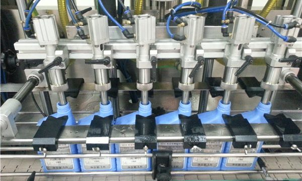 6-Head Automatic Engine Oil Filling Machine