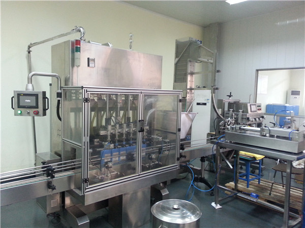 6-Head Automatic Motor Oil Filling Machine